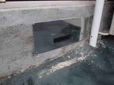 下松市旗岡にて白蟻予防&床下換気扇設置。