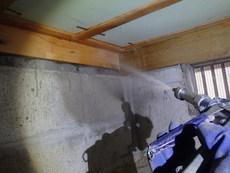 周南市蓮ヶ浴にて白蟻予防工事。ベタ基礎でも予防は必要です。