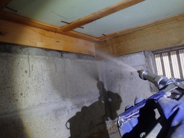 周南市蓮ヶ浴にて白蟻予防工事。ベタ基礎でも予防は必要です。のサムネイル