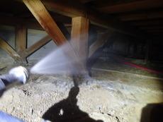 宇部市厚南にてアパートの白蟻予防工事。