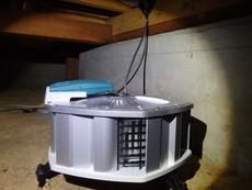 下松市南花岡にて床下換気扇設置。床下吹き溜まりの空気を撹拌。