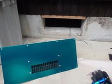 山口市吉田にて、古くなった床下換気扇の交換工事。