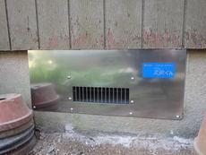 山口市天花にて騒音がしだした古い床下換気扇の取り換え工事。