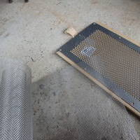 換気ネット取り付け工事。不快害虫が床下に侵入しにくくするために。のサムネイル
