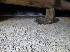 下松市河内にて床下湿気対策。床下全面に調湿剤散布工事。
