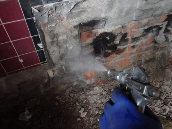 防府市華城中央にてリフォーム施工中の白蟻工事。のサムネイル