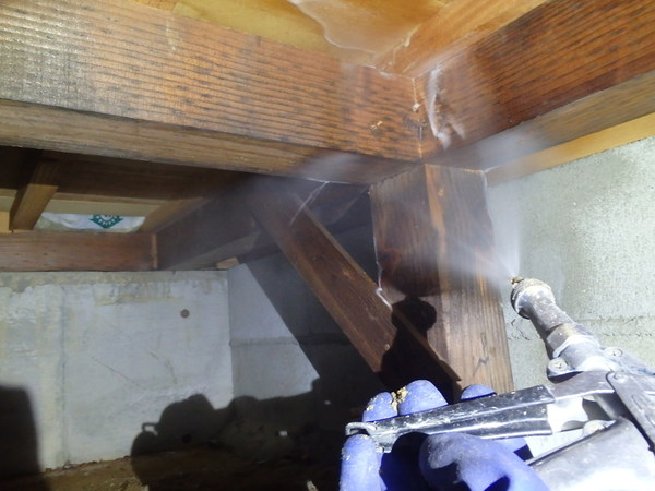 防府市桑南にて白蟻予防工事。駆除以来定期的に。のサムネイル