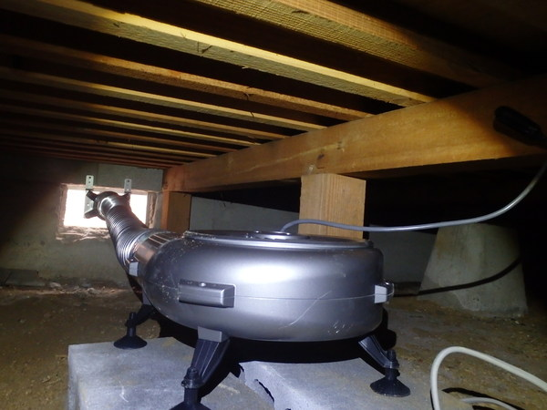 防府市台道にて床下換気扇設置工事。リフォームでわかった床下多湿。のサムネイル