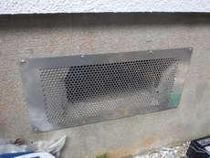 下関市羽山町にて床下換気扇工事。古い機械の故障からお問い合わせいただきました。