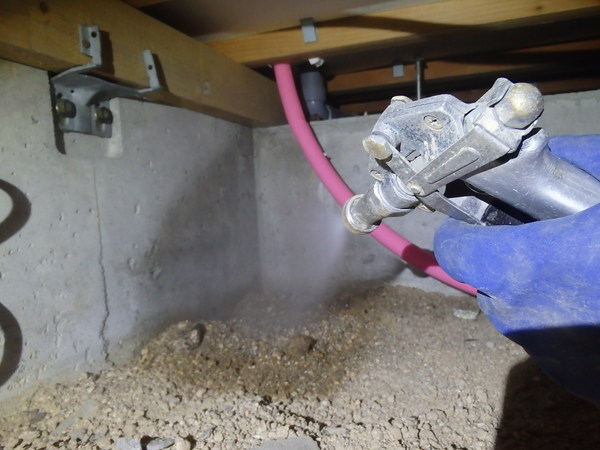 下松市東陽にて白蟻工事と床下湿気対策。のサムネイル