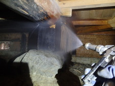 下松市南花岡にて白蟻予防工事。