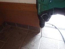 宇部市上宇部ひらき台にて白蟻予防工事。外回りにヤマトシロアリの被害がありました。