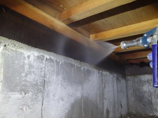山口市吉田にて白蟻予防工事。6年前に初めてご契約いただいたお客様宅の再予防。のサムネイル