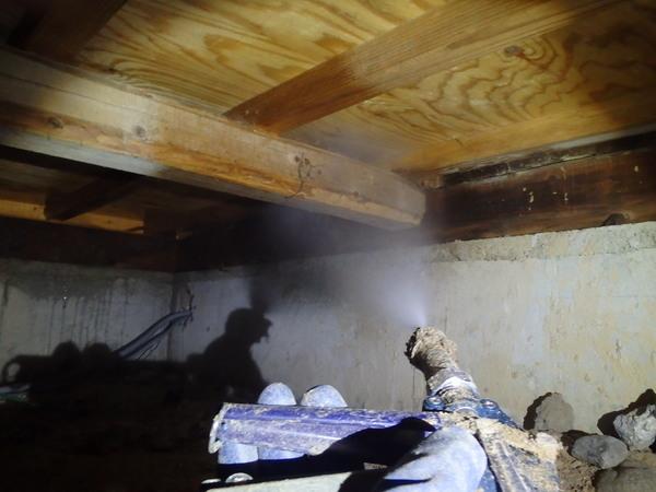 山口市徳地島地にて白蟻予防工事。ヤマトシロアリ駆除後、初めての予防。のサムネイル