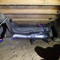 防府市台道にて床下換気扇設置工事。住宅の構造に合わせて適切な設置を。のサムネイル