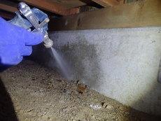 防府市台道にて白蟻予防工事。他社さまから業者を変更されて、引き続き2度目の予防工事です。