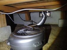 宇部市東岐波にて、床下換気扇設置工事。いつも白蟻工事でお世話になっているお客様からお問い合わせ。
