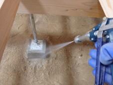 防府市高井にて、大工さんに補修していただいているお部屋の白蟻予防。