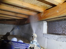 山口市小郡下郷にて白蟻予防工事。