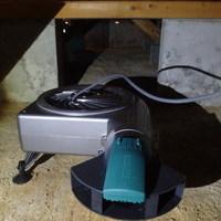 防府市台道にて床下換気扇設置工事。床が沈むのでまずは検査をしてみました。のサムネイル